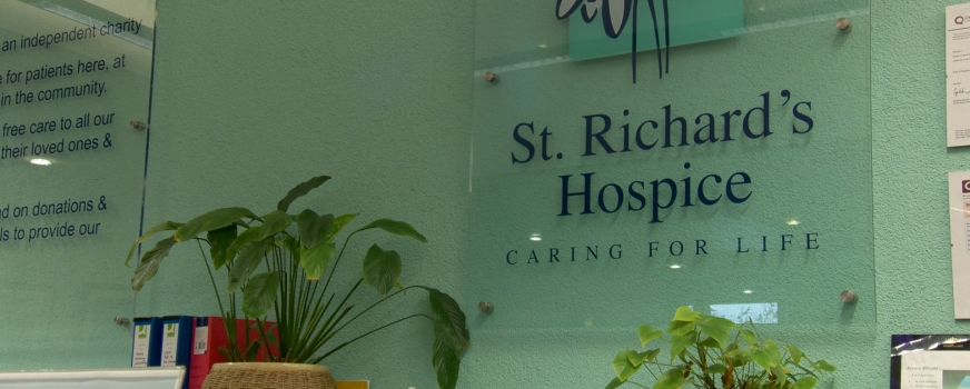 "St Richard's Hospice ""Caring for Life"""